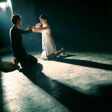 """""""Ţin ca lucrurile să întâmple pe scenă, la vedere."""" (Teatrul Azi)"""